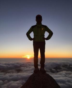 ★燕岳頂上で迎える日の出
